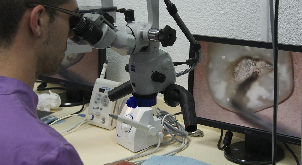 Especialización en Endodoncia y Periodoncia