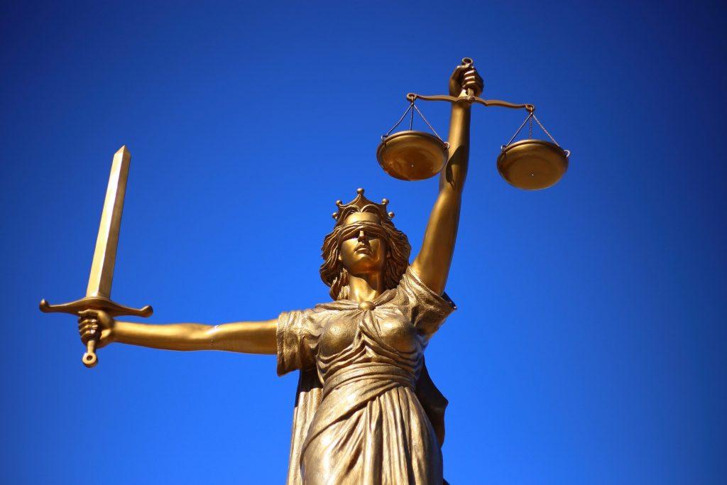 El sentido de derecho brinda herramientas para la aplicación de la ley de manera justa.