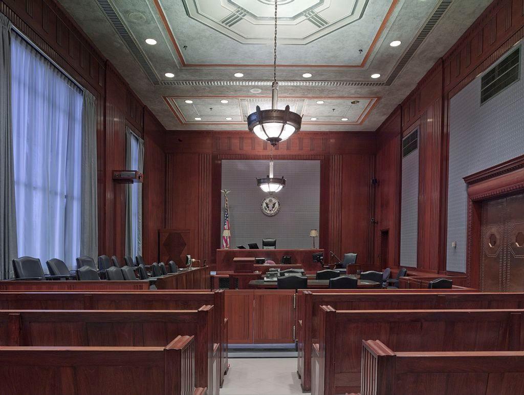 Las formas jurídicas de empresa están regidas por una serie de leyes dependiendo del territorio donde se encuentra.