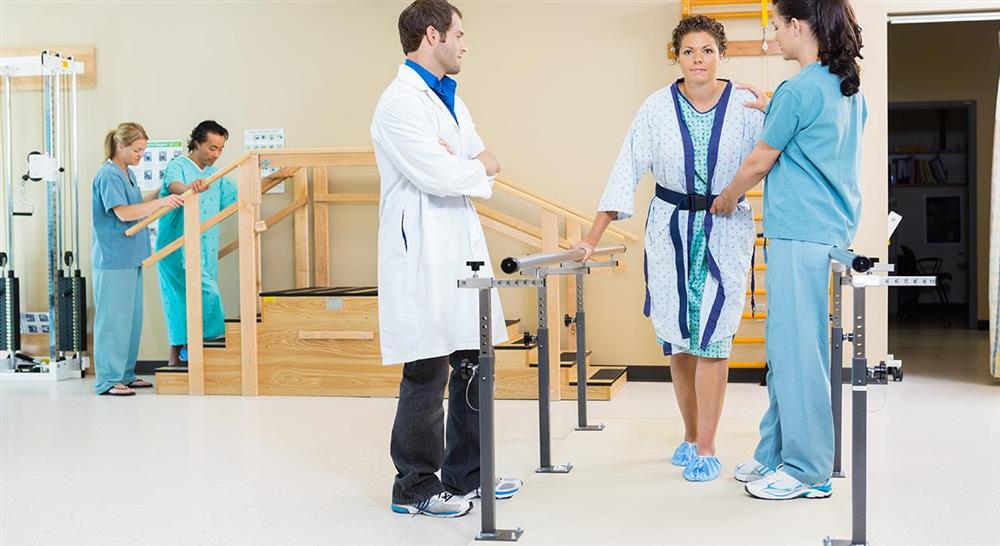 estudiar abordaje fisioterápico del daño cerebral adquirido en geriatría para el médico rehabilitador