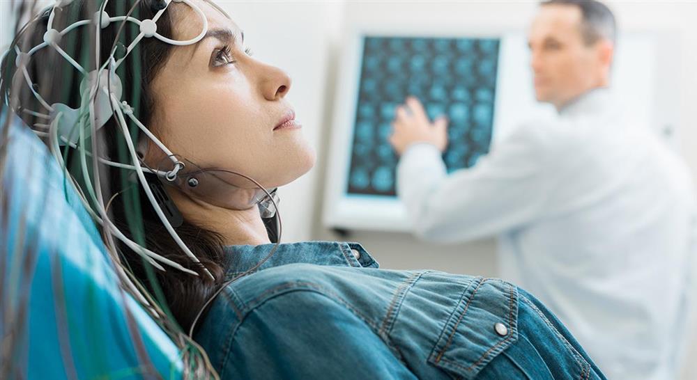estudiar abordaje fisioterápico de las complicaciones en el daño cerebral adquirido para el médico rehabilitador