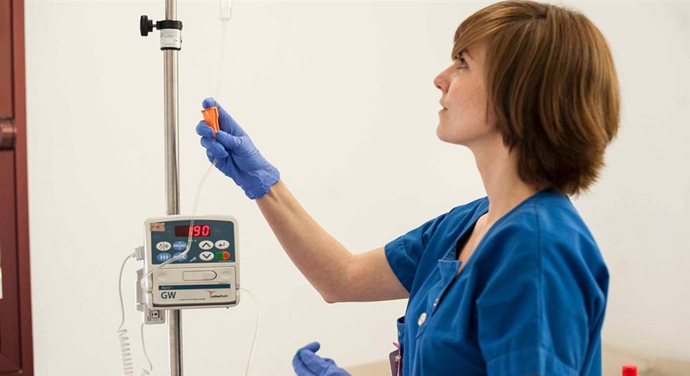estudiar cuidados de enfermería del niño con neoplasia sólida